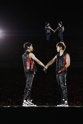 [VIDEO] Tohoshinki Time Live Tour 2013 Final in Nissan Stadium Highlight Video
